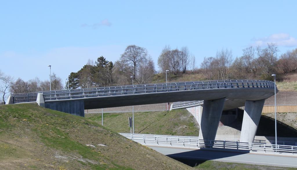 Rotvollhaugen bru bygd i betong. Foto.