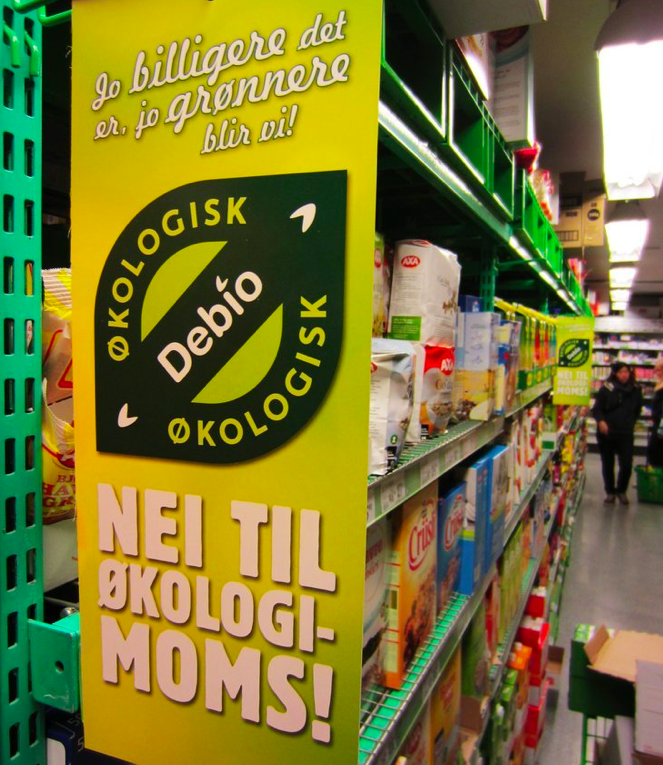 Bilete av ein plakat som reklamerer mot moms på økologisk mat