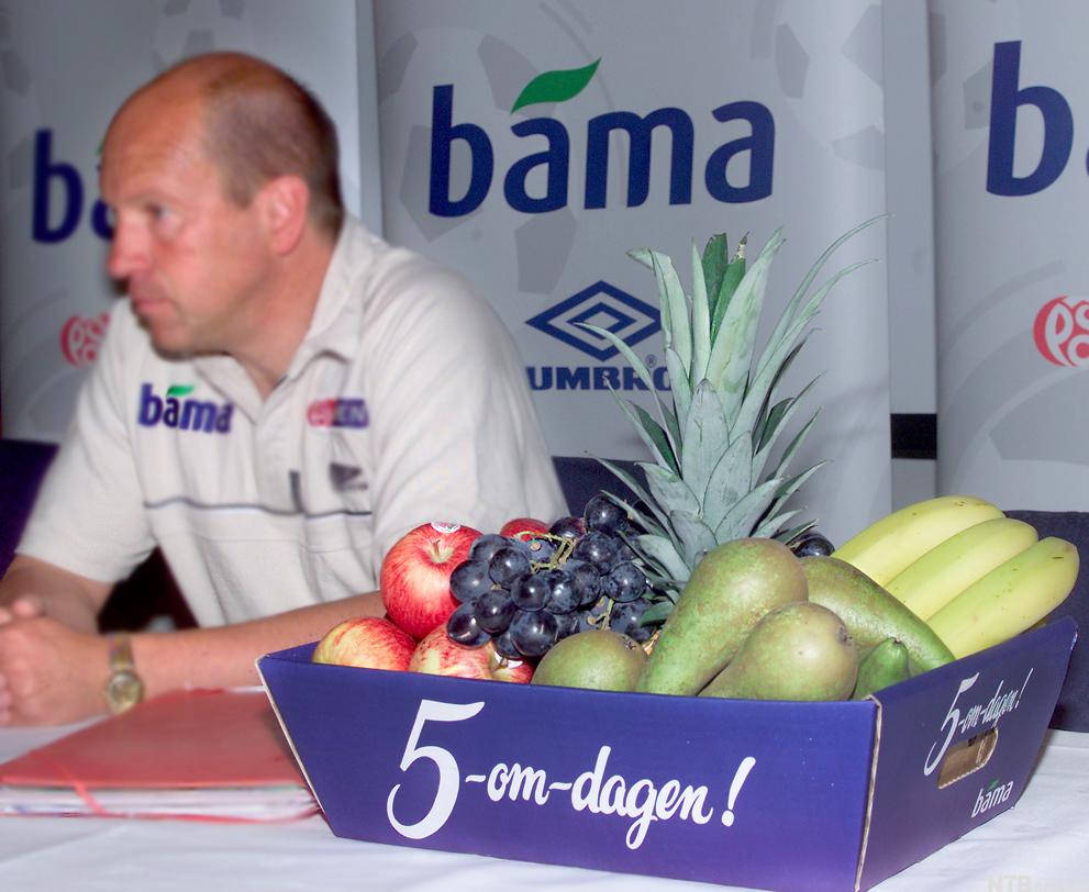 Bilete av ei korg med frukt. Foto