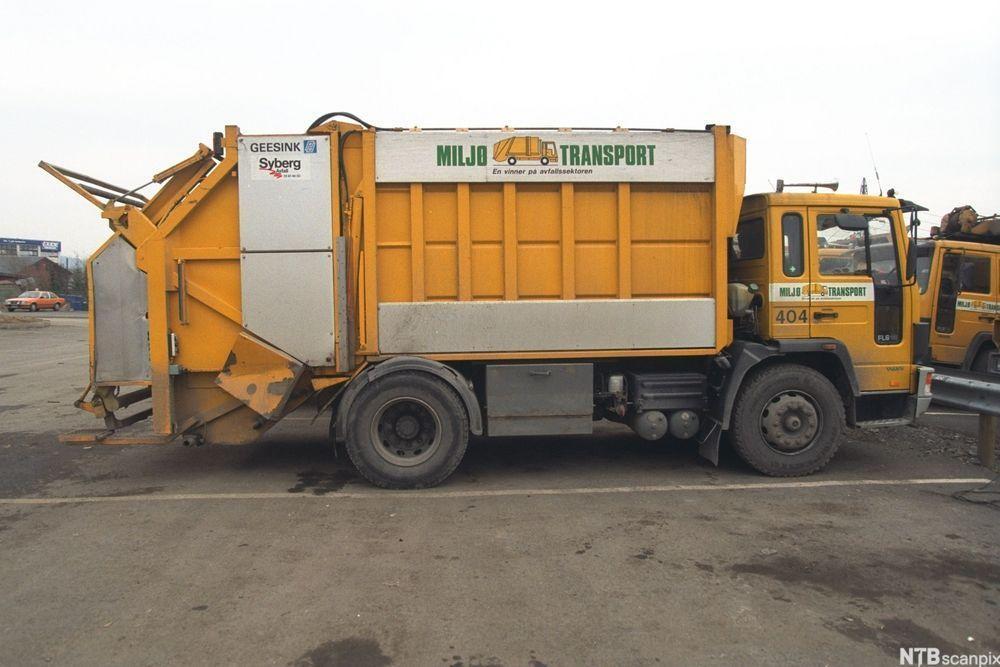 Gul søppelbil.foto.