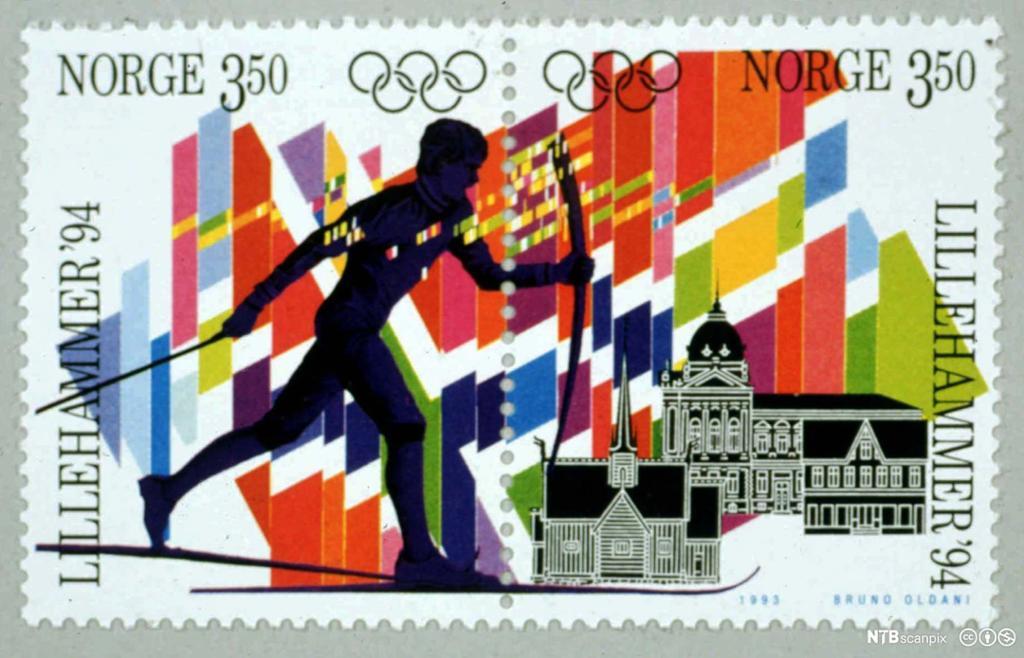 Frimerke, designet av Bruno Oldani, som viser skiløper og de olympiske farger. Foto.