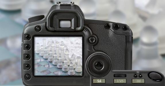 Speilreflekskamera med innstilling på blenderverdi 5,6. Foto.