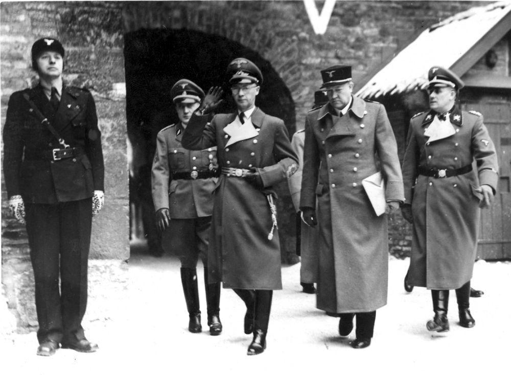 Rikskommissær Josef Terboven og Vidkun Quisling under den såkalte statsakten på Akershus 1. februar 1942