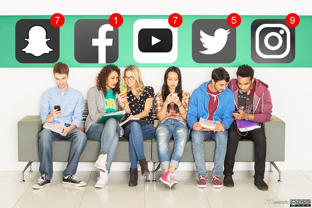 Studenter bruker sosiale medier. Bilde.