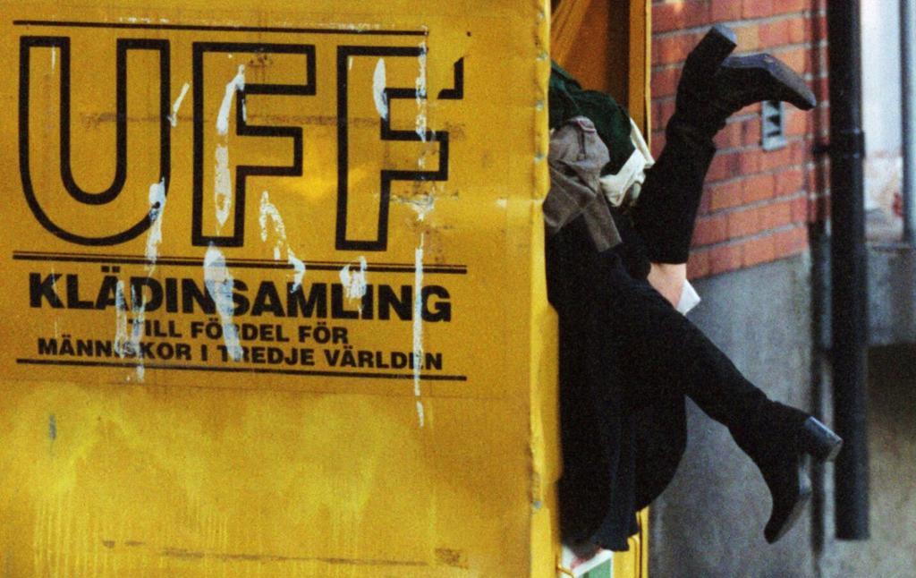 UFF-konteinar for innsamling av klede. Foto.