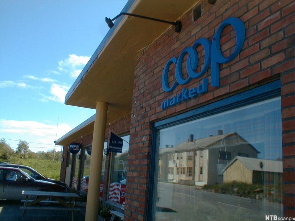 Bygning med Coop-skilt. foto.