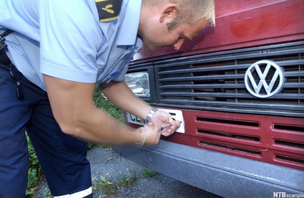 Motorvogneiere som ikke har betalt slik forsikring, vil få motorvognen avskiltet.