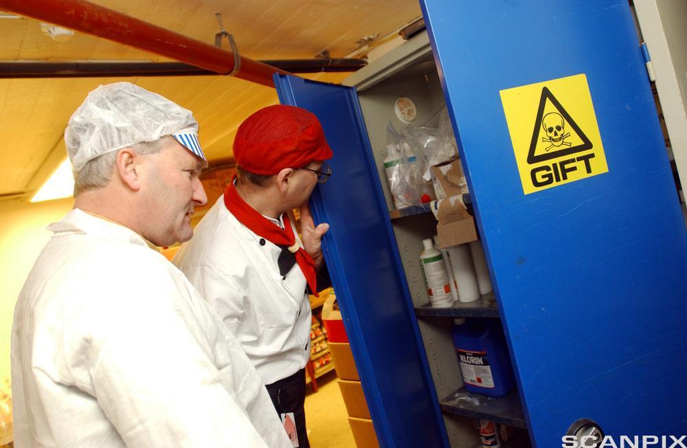 bilde av en inspeksjon av kjemikalier
