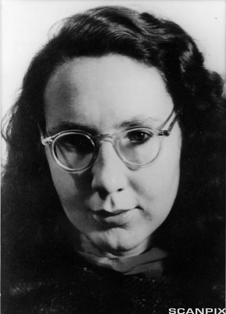 Portrett av forfattaren Gunvor Hofmo