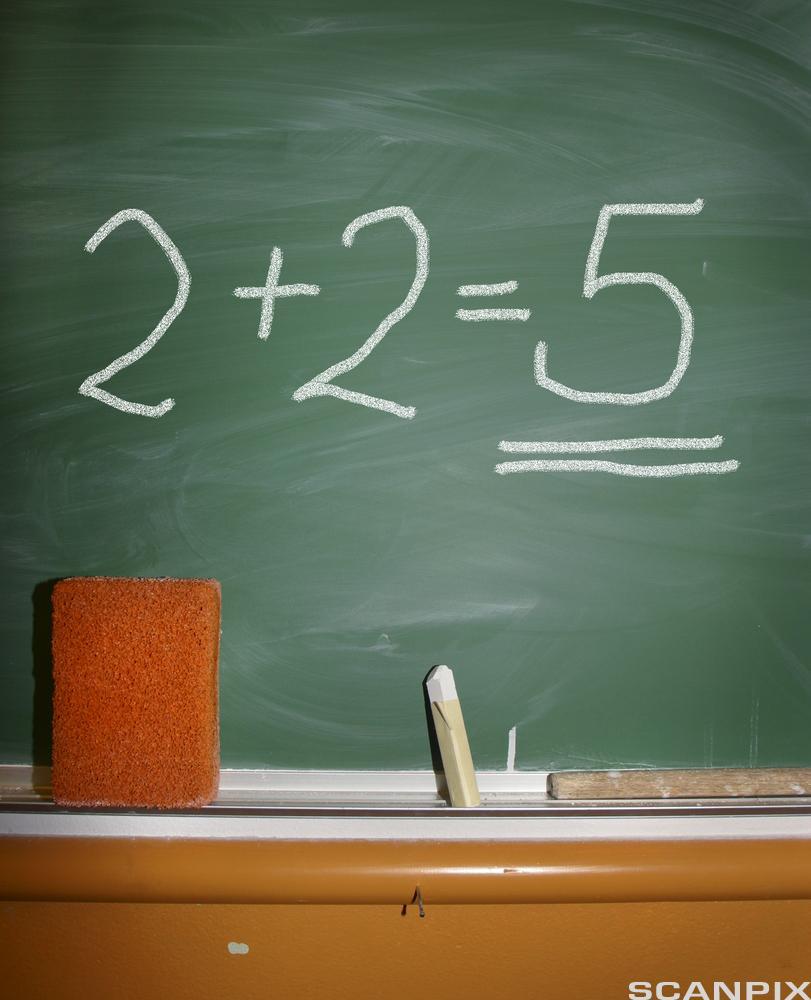 Bilde av en tavle med et regnestykke.