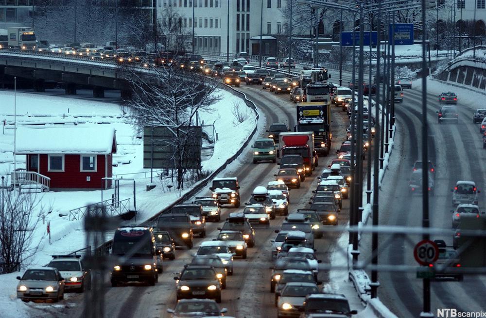 Løsningen er å satse på kollektive persontransportformer.