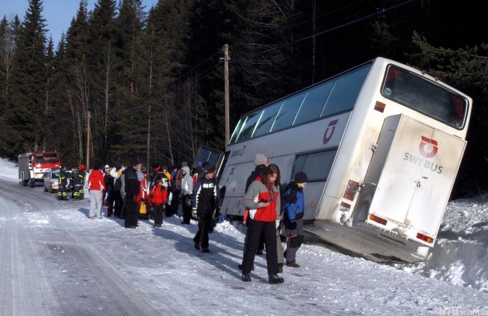 Buss har kjørt av veien. foto.