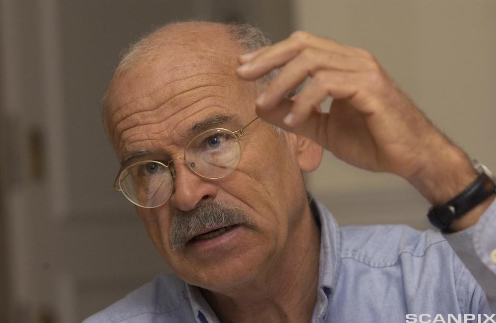 Journalisten Günter Wallraff har blant annet skrevet om hvordn det er å være tyrisk fremmedarbeider i Tyskland.