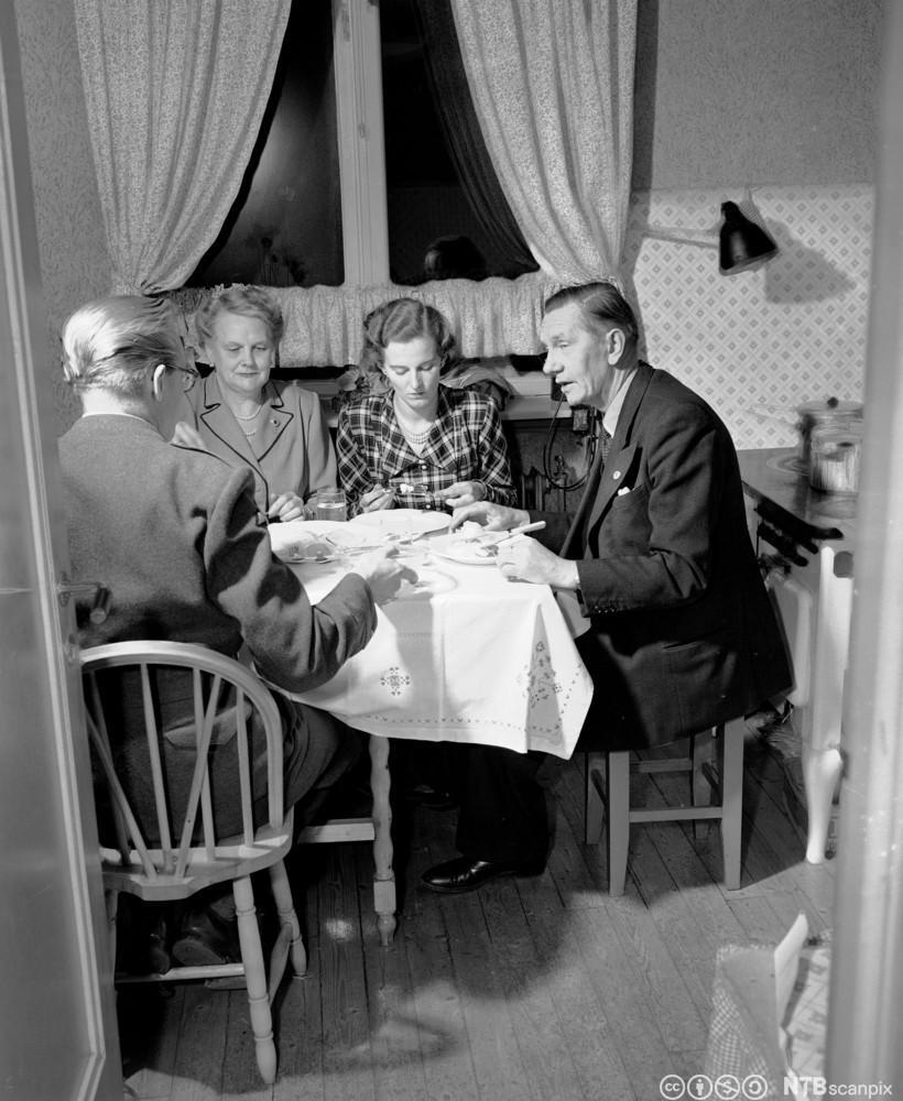 Statsminister Oscar Torp leide ut deler av sin leilighet. Familien Torp hadde et lite kjøkken til rådighet. Foto.
