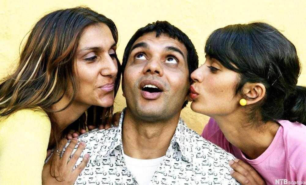Iram Haq, Khalid Hussain og Anita Uberoi. Foto.