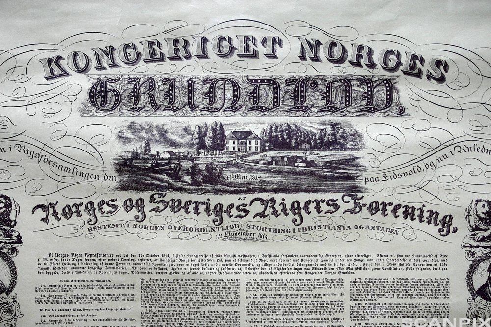 Faksimile av grunnloven. Foto.