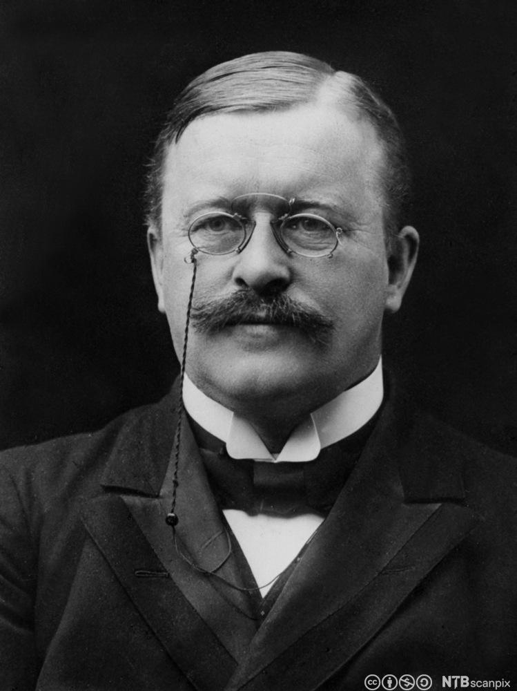 Portrett av politikeren og juristen Johan Castberg (1862-1926). Foto.