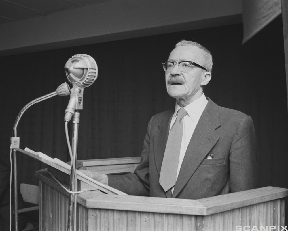 Arnulf Øverland. Foto.