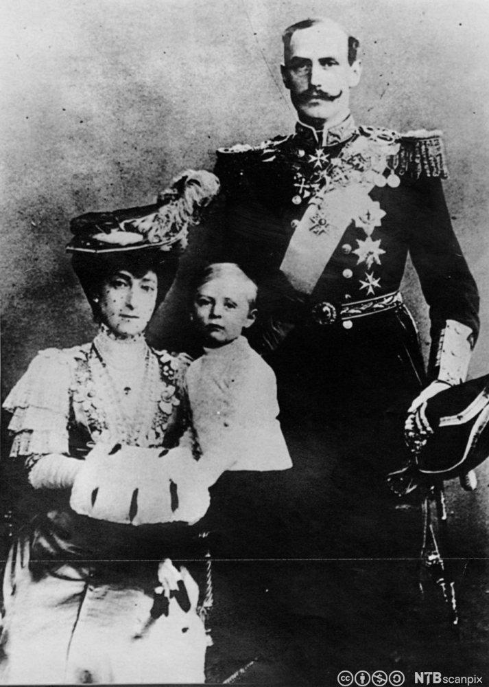 Den norske kongefamilien kort tid etter at de ankom Norge i 1905. Foto.