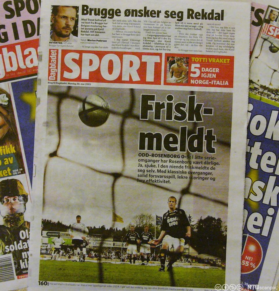 Sportsside i Dagbladet med ulike skrifter. Fotografi.