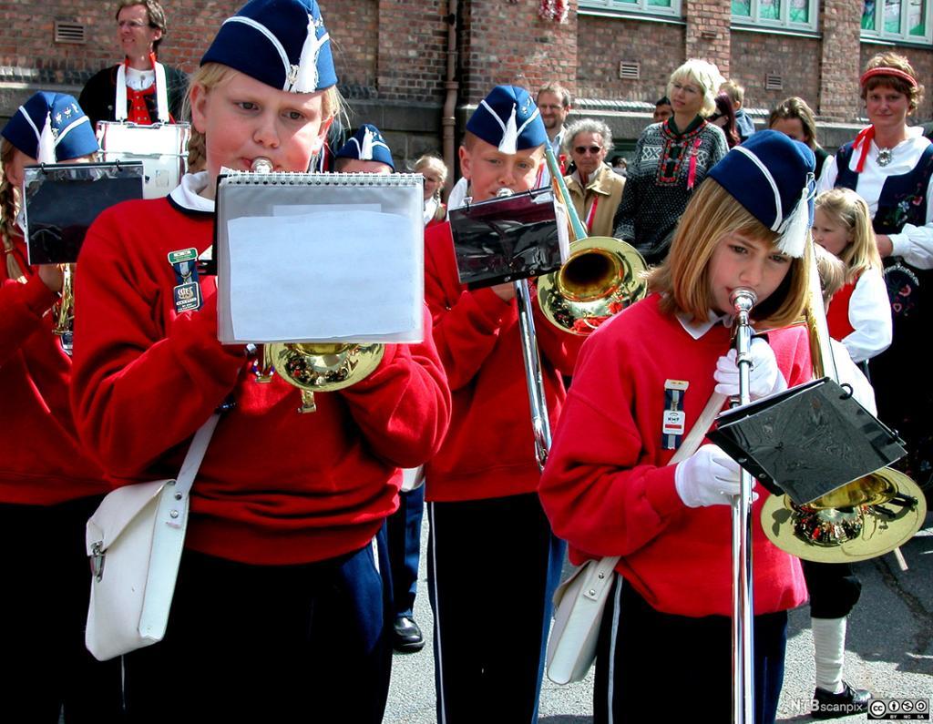 Unge korpsmusikanter. Foto.