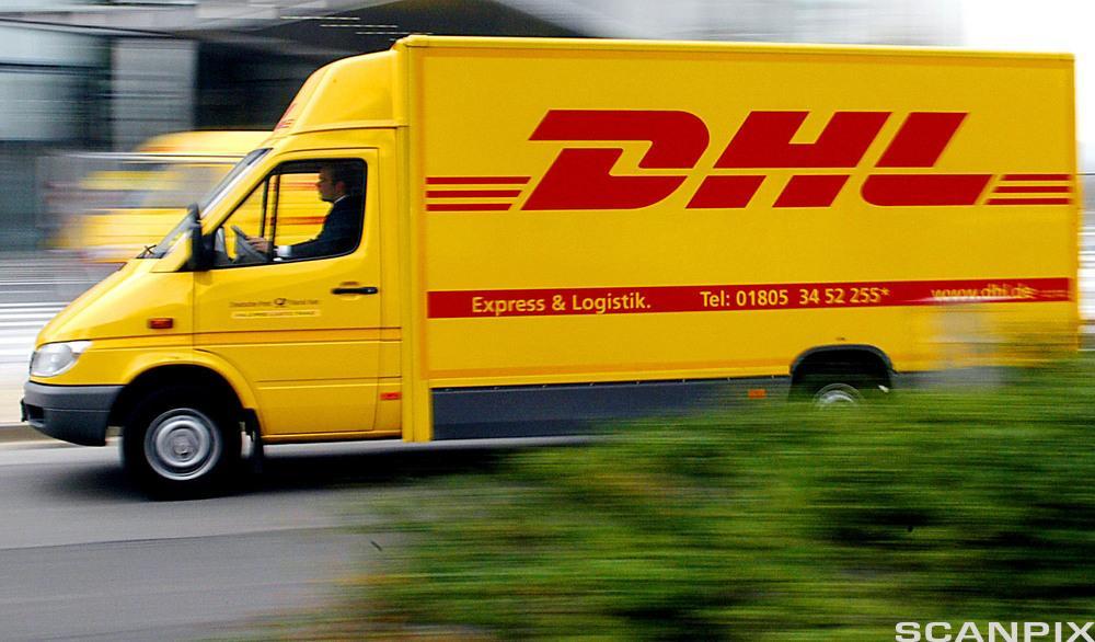 Bilde av en DHL-varebil.