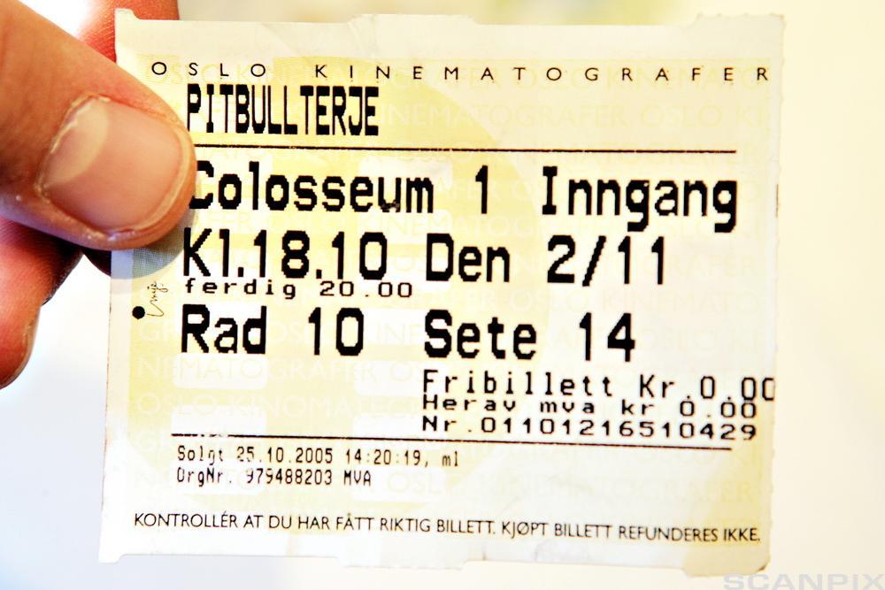 Bilde av en kinobillett til den norske filmen Pitbullterje.