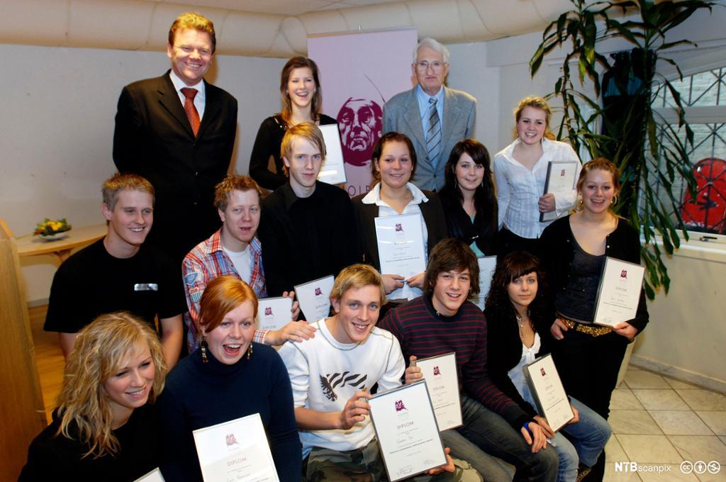 Vinnere av Holbergprisen i skolen 2005. Foto.