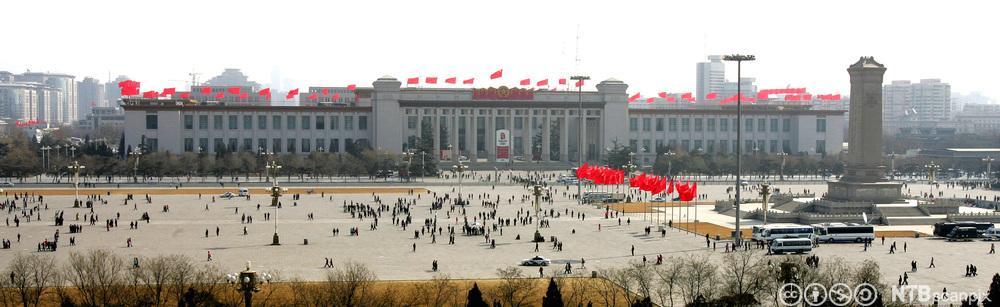Kinas nasjonalmuseum dekorert med Kinas flagg. Foto.