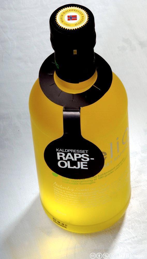 Ei flaske Odelia rapsolje. Foto.