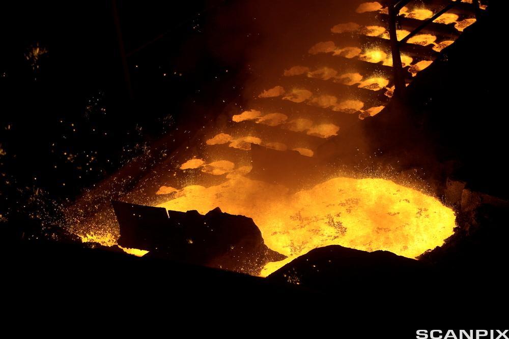 Smeltet metall. Tinfos titan og jern