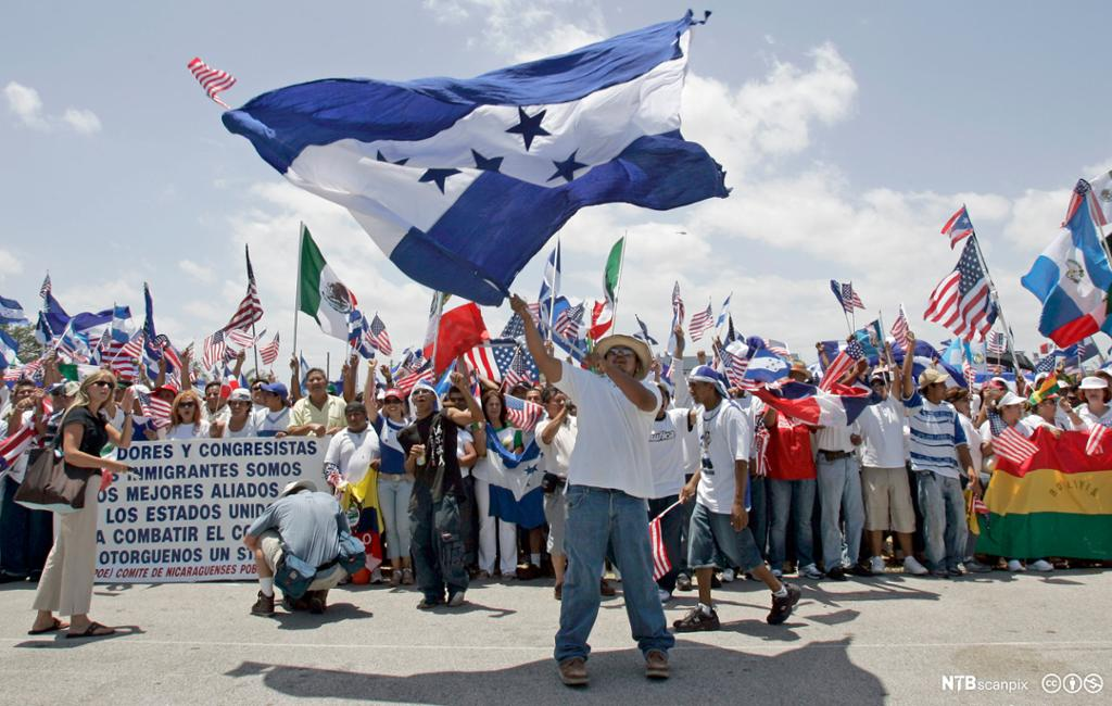 Immigranter protesterer i Florida. Foto.