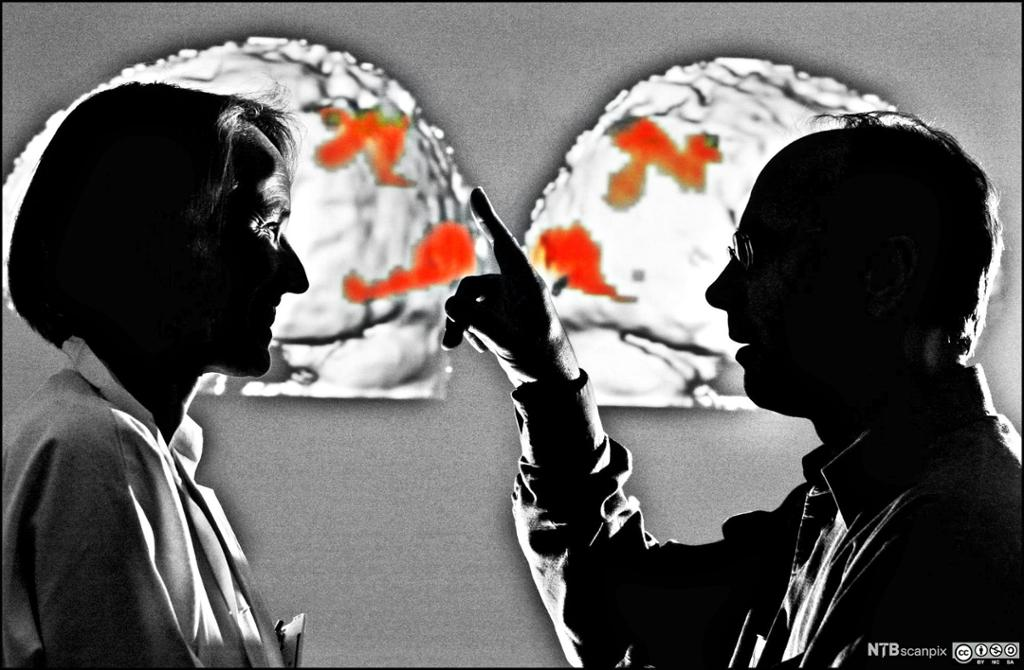 To personer som snakker sammen inne i hver sin boble. Foto.