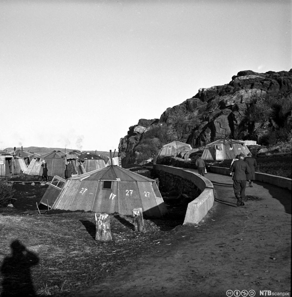 Tyskerbrakker fra krigens dager i bergensområdet brukt av norske arbeidere. Foto.