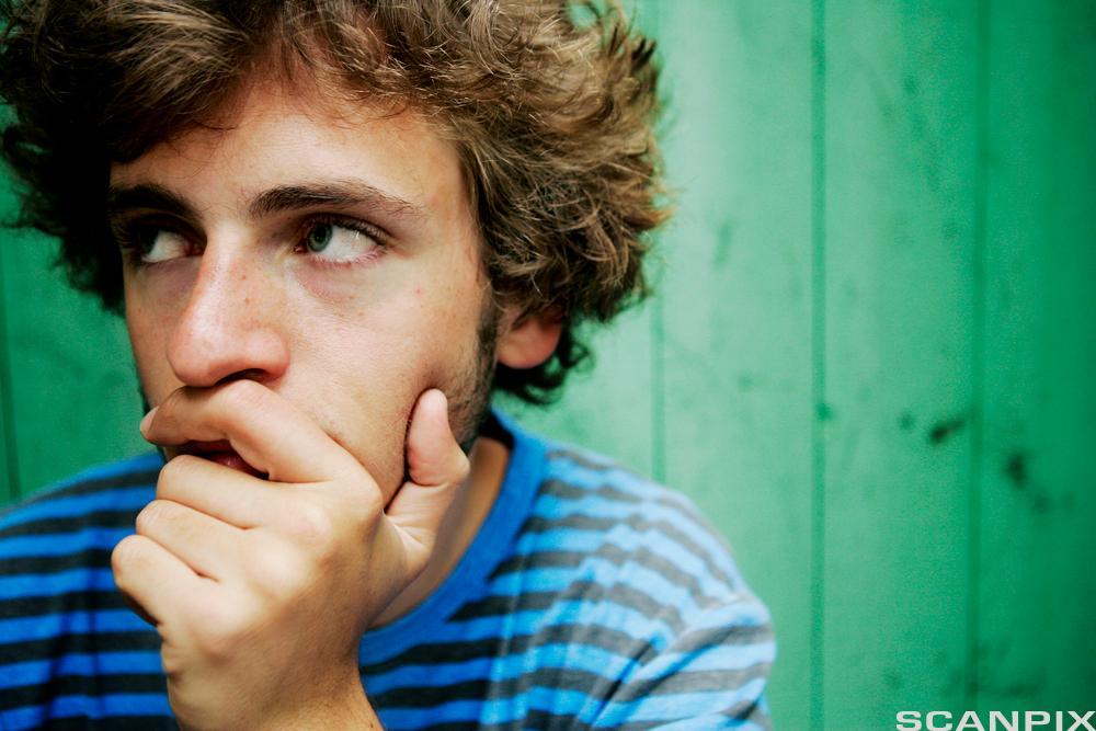 gutt som tenker.Foto