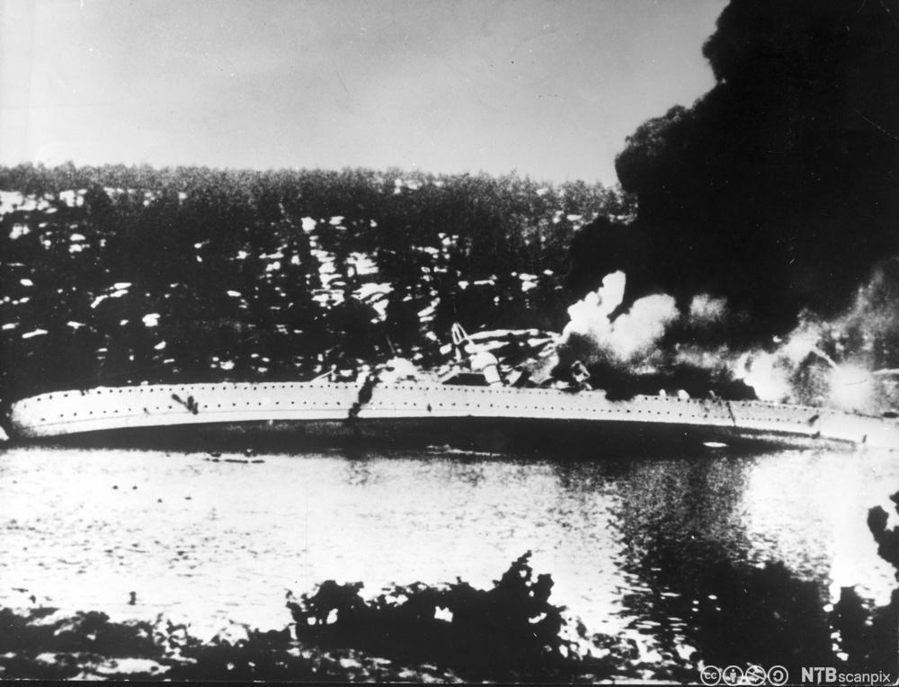 Det tyske krigsskipet Blücher senkes i Oslofjorden 9. april 1940.