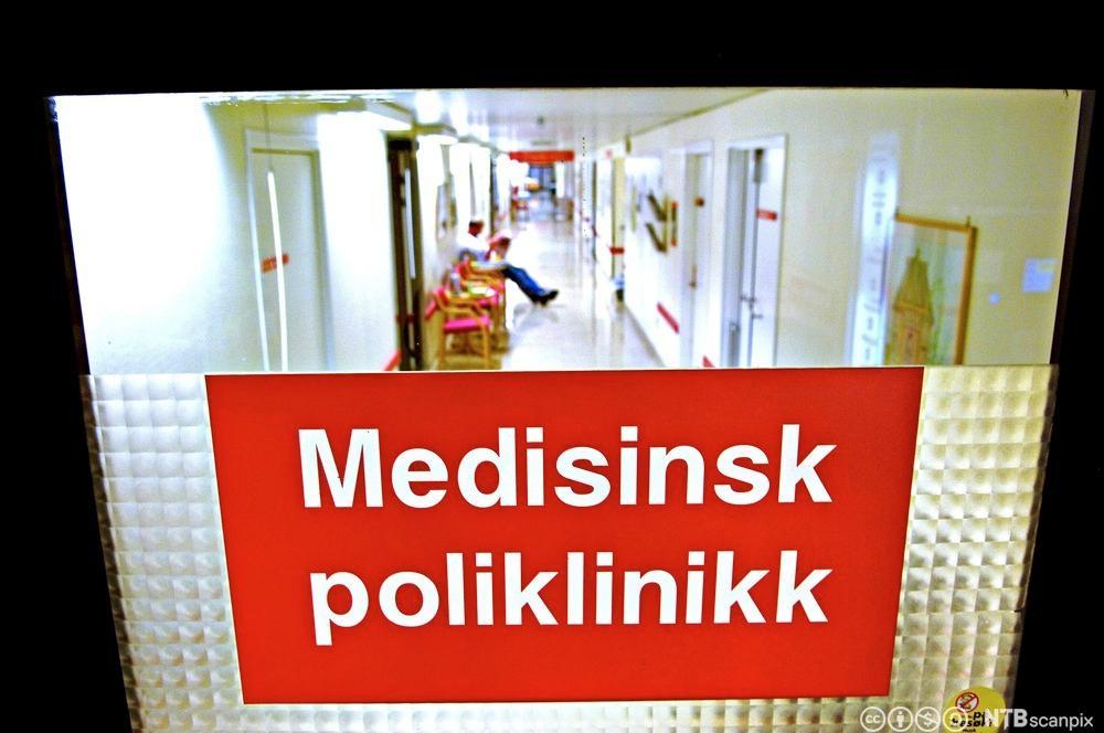 Døren inn til Medisinsk poliklinikk. Foto.
