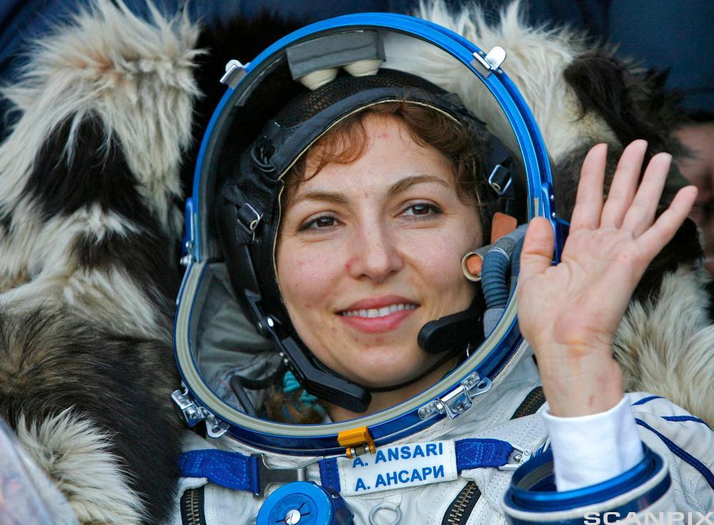Bilde av en romturist etter landing ved byen Arkalyk i Nord-Kasakhstan, i 2006.