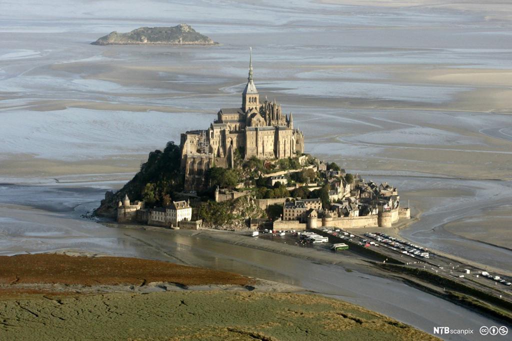 Bilde av tidevann ved et slott