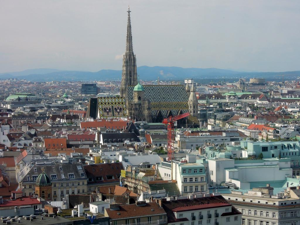 Oversiktsbilde av sentrum av Wien, med Stephansdomen i midten. Foto.