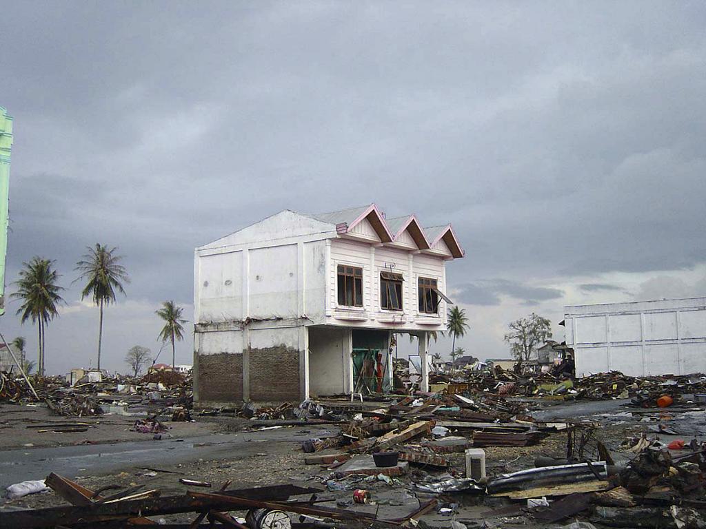 Ødeleggelser i Banda Aceh i Indonesia etter tsunamien i 2004. Foto.