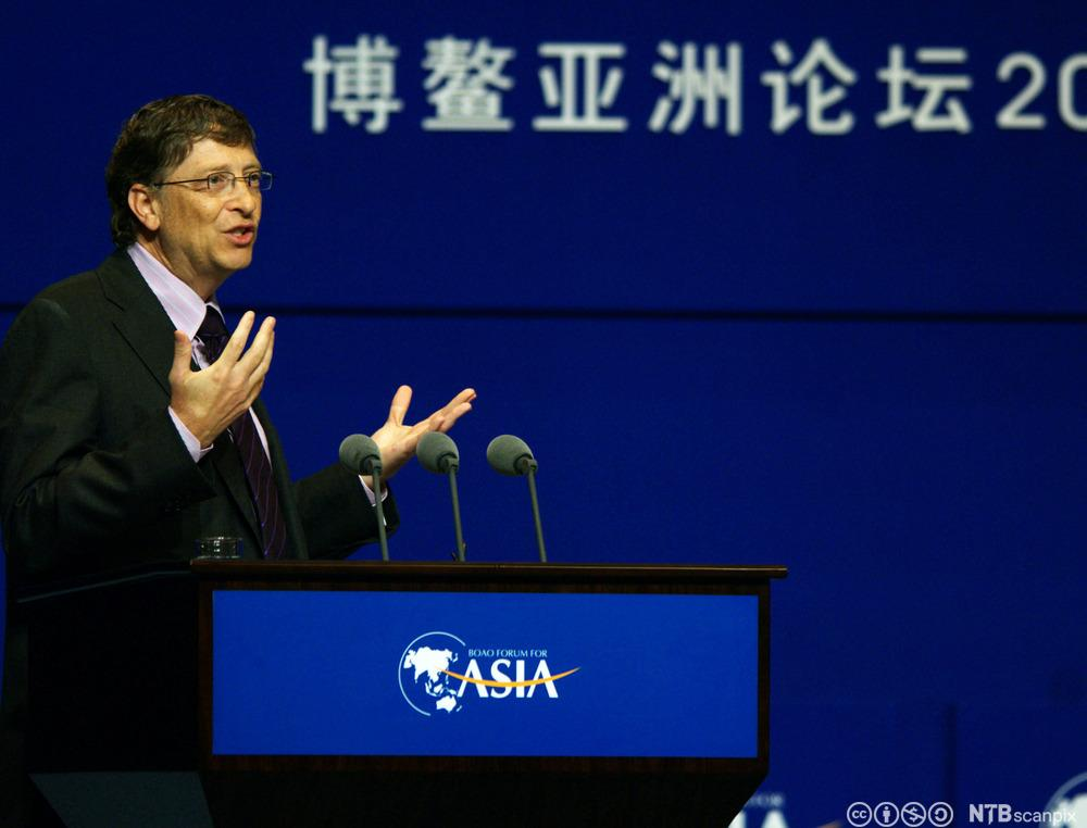 Bill Gates holder foredrag i Asia. Foto.