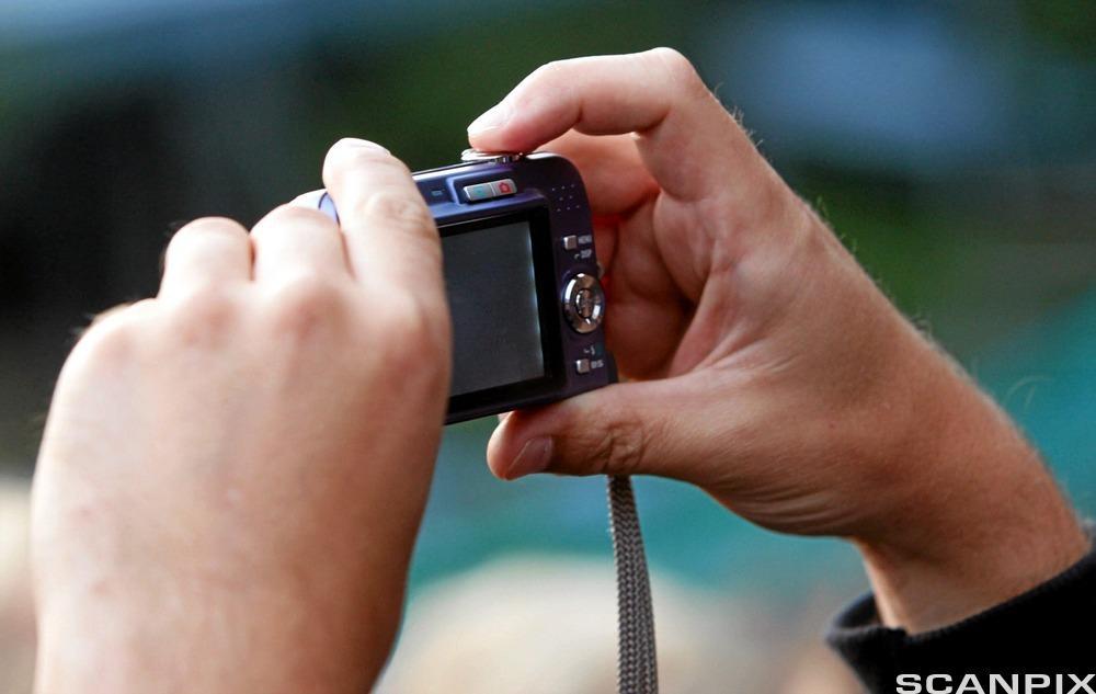 Hender som fotograferer. Foto