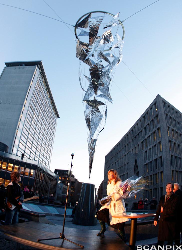 Kunstverket «Lysfontene» avduket av prinsesse Märtha Louise på St. Olavs plass i Oslo i 2009. Foto.