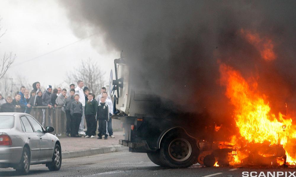 Biler satt i brann i Belfast