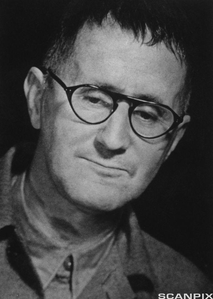 Portrett av den tyske forfattaren Bertolt Brecht