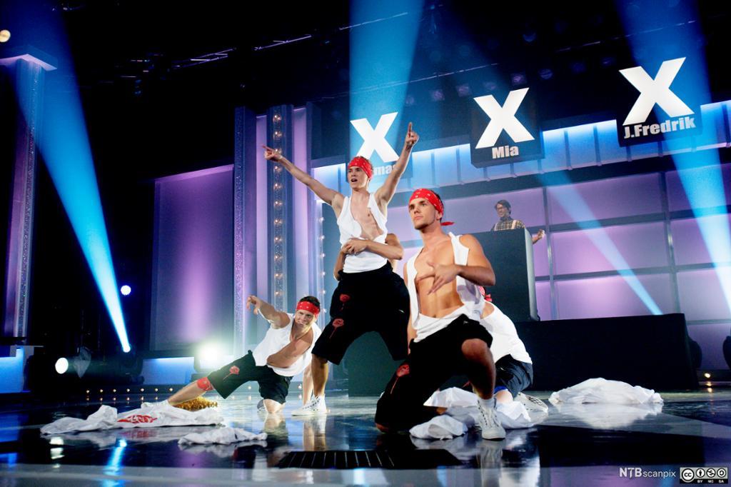 Dansegruppen Absence og Bipp på scenen under finalen i Norske Talenter på TV2 fredag kveld. Foto.