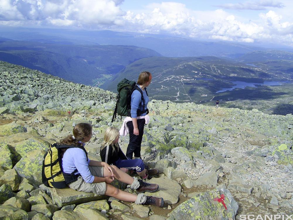 Ungdom på fjelltur. Foto.