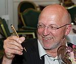 Sven Egil Omdal med Gullpennen 2009. Foto.