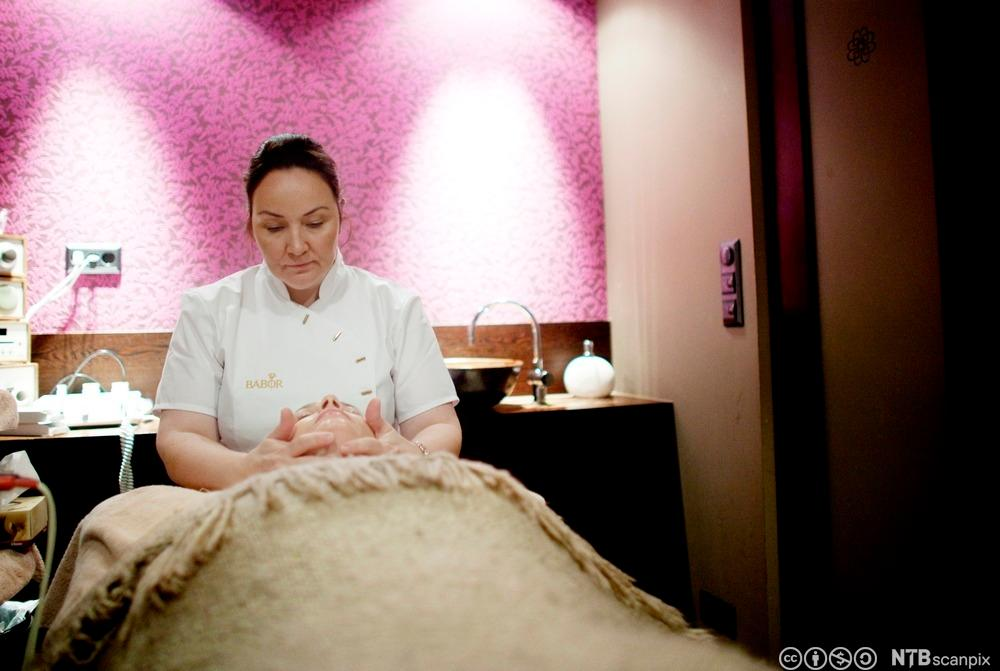Elisabeth Oksvik i hennes skjønnhetssalong i Oslo. Foto.